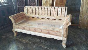 kursi dengan ornamen cukli sebelum difinishing