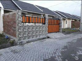 bikin pagar rumah Lombok