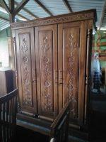 lemari pakaian bahan kayu