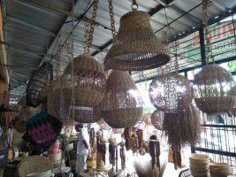 Aneka ornamen lampu dari bahan bambu