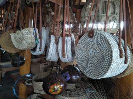 aneka kerajinan tas dari bahan bambu