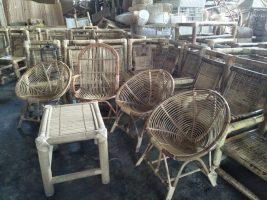 Kursi dari bahan bambu dan rotan