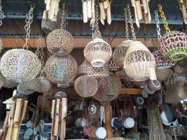 Ornamen lampu dari bahan bambu